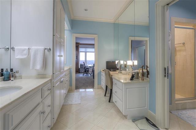 400 W 49th Terrace #2094 & 2096 Property Photo 32
