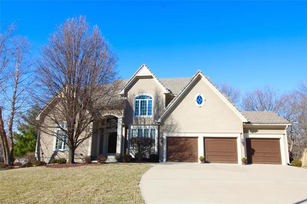8032 Clearwater Drive Property Photo - Parkville, MO real estate listing