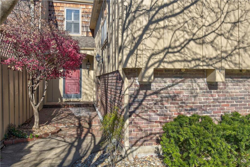 4400 W 111th Terrace Property Photo - Leawood, KS real estate listing