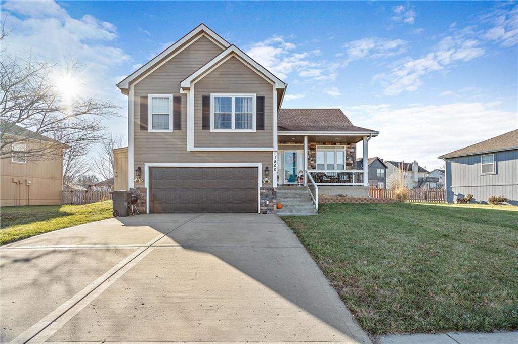 1800 CLEAR CREEK Drive Property Photo - Kearney, MO real estate listing