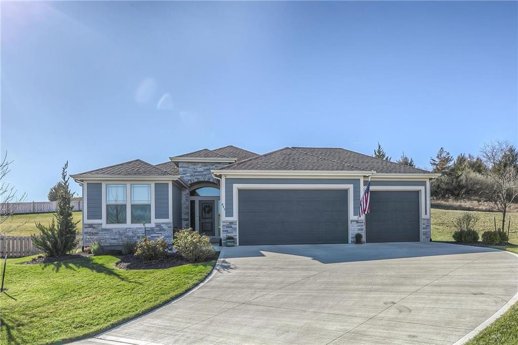 843 Canyon Lane Property Photo - Lansing, KS real estate listing