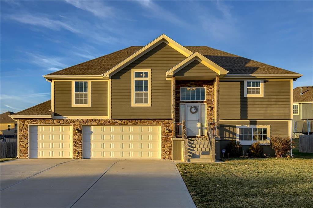 15302 Meyer Drive Property Photo - Basehor, KS real estate listing