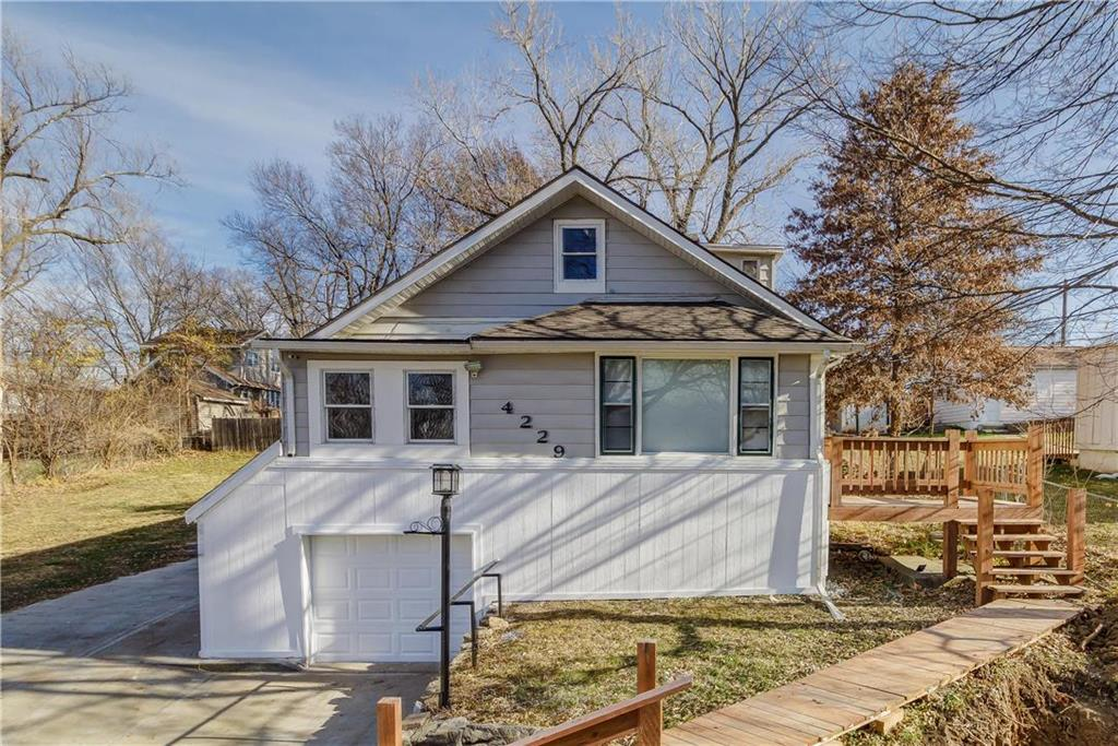 4229 N JACKSON Avenue Property Photo - Kansas City, MO real estate listing