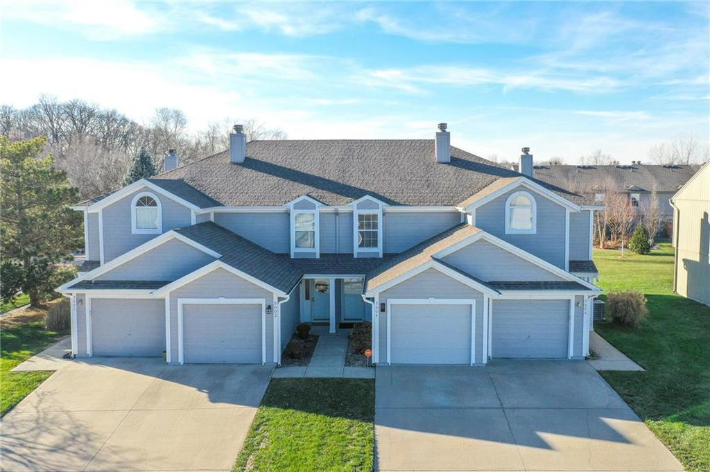 5604 NW Moonlight Meadow Court Property Photo - Lee's Summit, MO real estate listing
