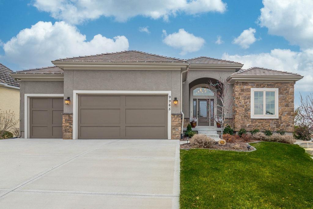 Falcon Ridge Villas Real Estate Listings Main Image