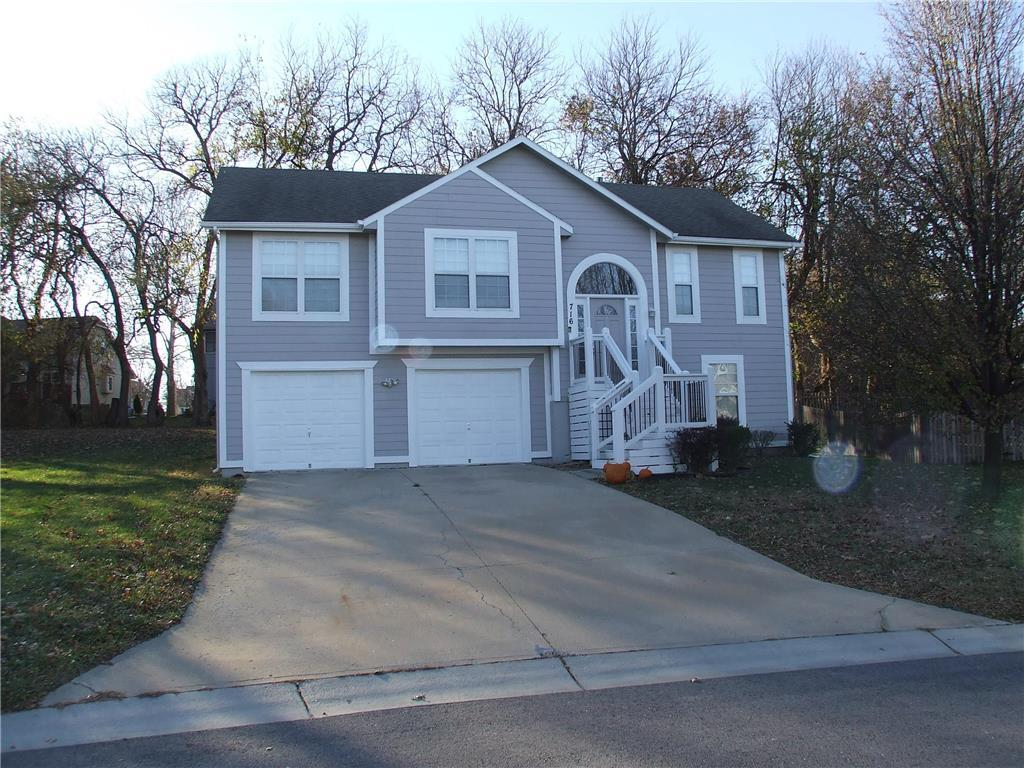 716 SE JAMES Circle Property Photo - Lee's Summit, MO real estate listing