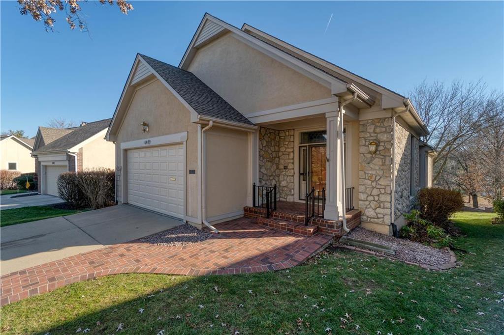 6409 W 92 Street Property Photo - Overland Park, KS real estate listing