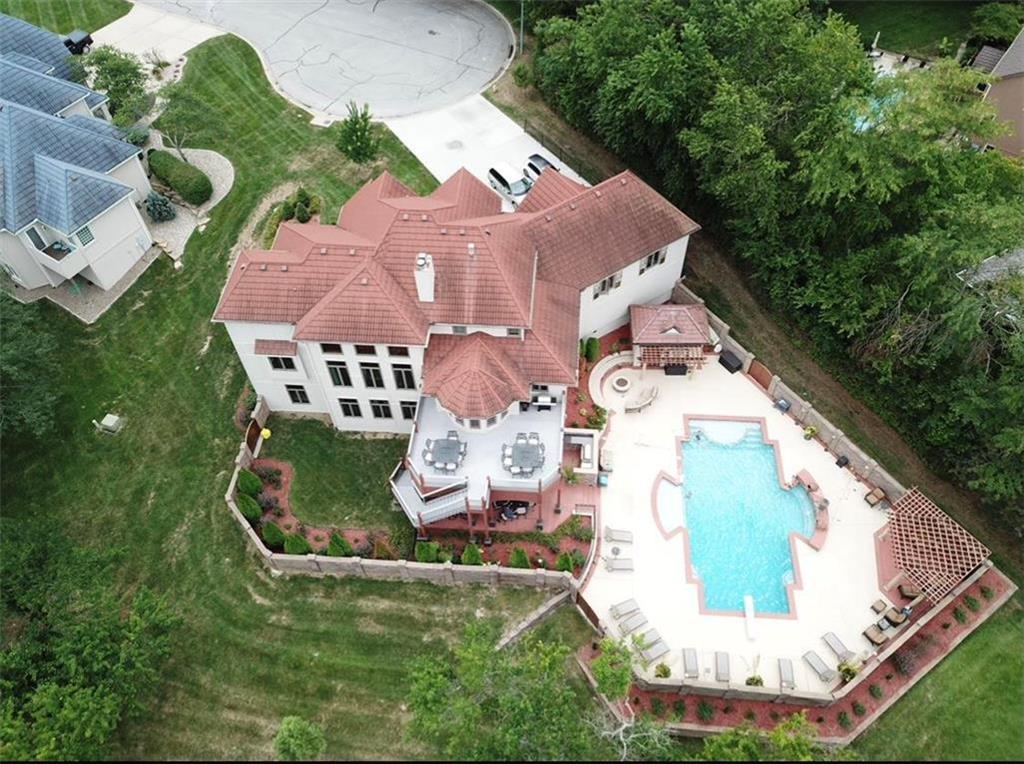 901 SW Trailridge Drive Property Photo - Lee's Summit, MO real estate listing
