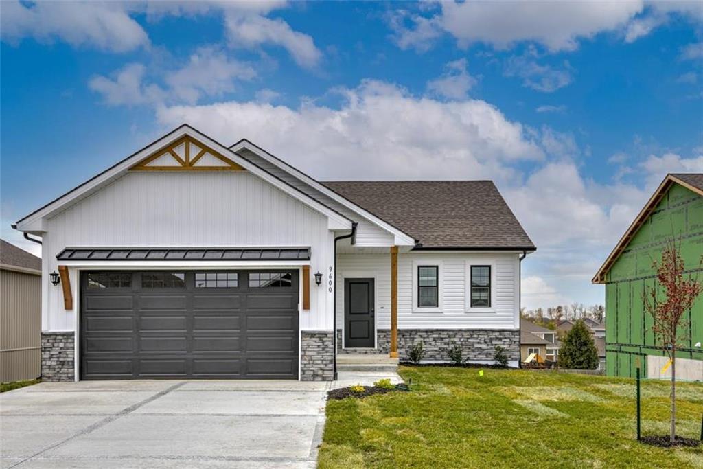 3709 NW 95th Street Property Photo - Kansas City, MO real estate listing