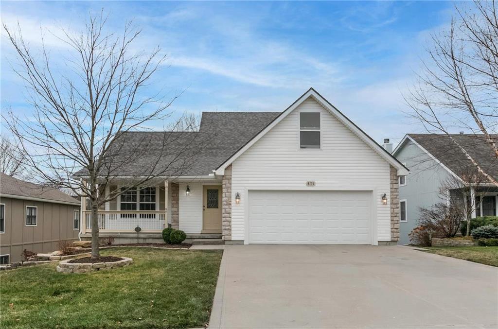 871 Holiday Drive Property Photo - Lansing, KS real estate listing