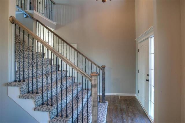 1701 Clear Creek Drive Property Photo - Kearney, MO real estate listing