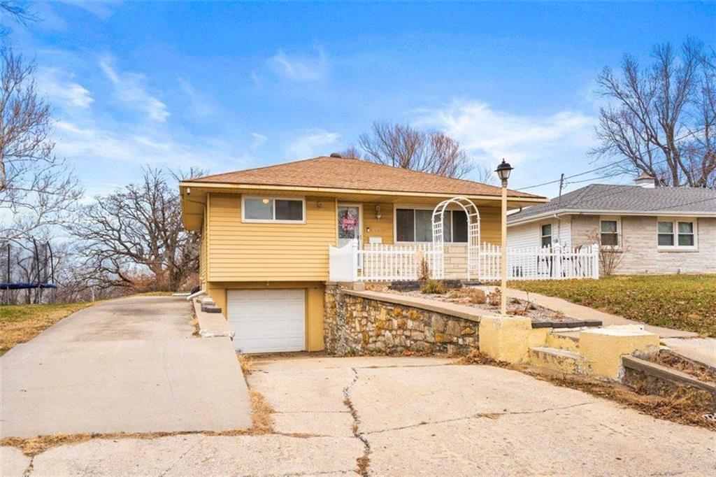 800 Shawnee Road Property Photo - Kansas City, KS real estate listing