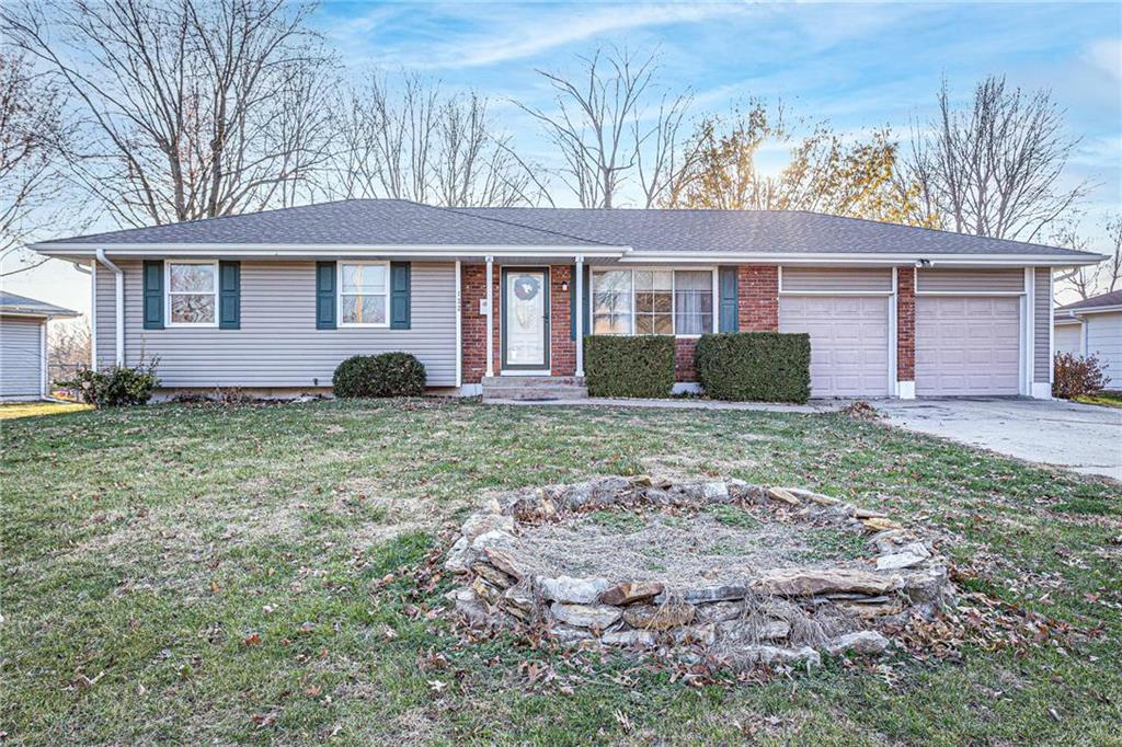 122 SE Moore Street Property Photo - Blue Springs, MO real estate listing