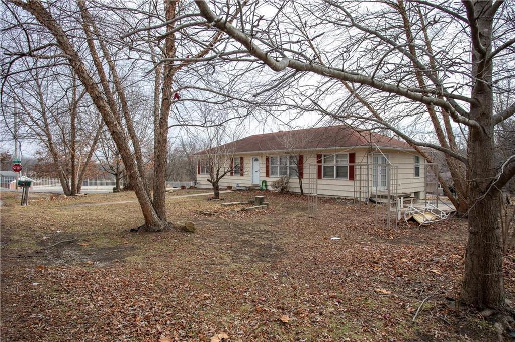 8109 E 100th Street Property Photo - Kansas City, MO real estate listing
