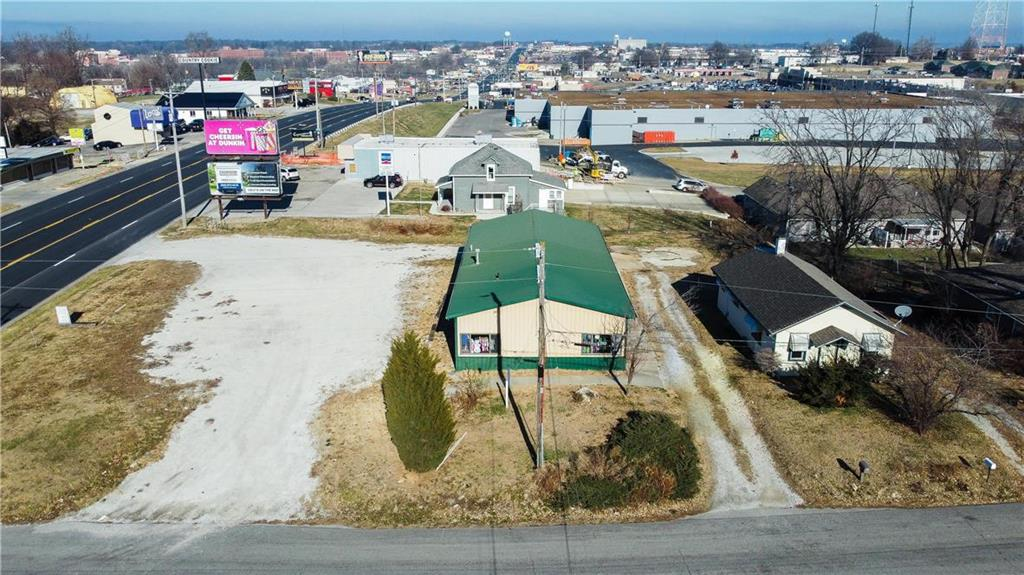 305 S Belt Highway Property Photo - St Joseph, MO real estate listing