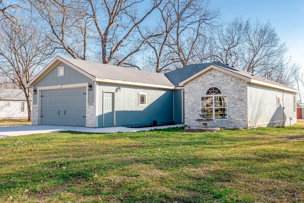 505 Locust Street Property Photo - Lacygne, KS real estate listing
