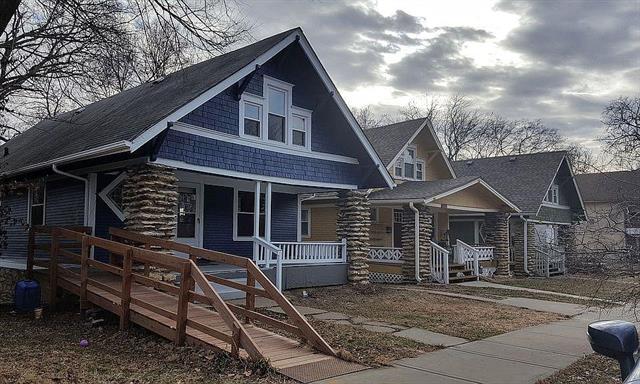 4327 Tracy Avenue Property Photo - Kansas City, MO real estate listing