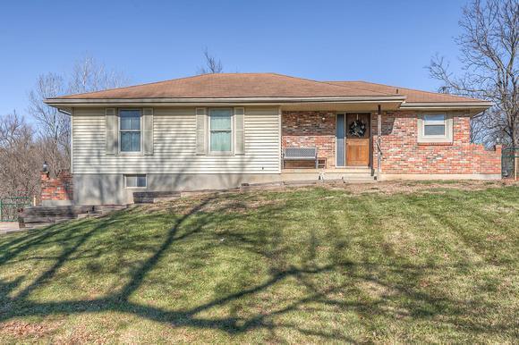 64746 Real Estate Listings Main Image