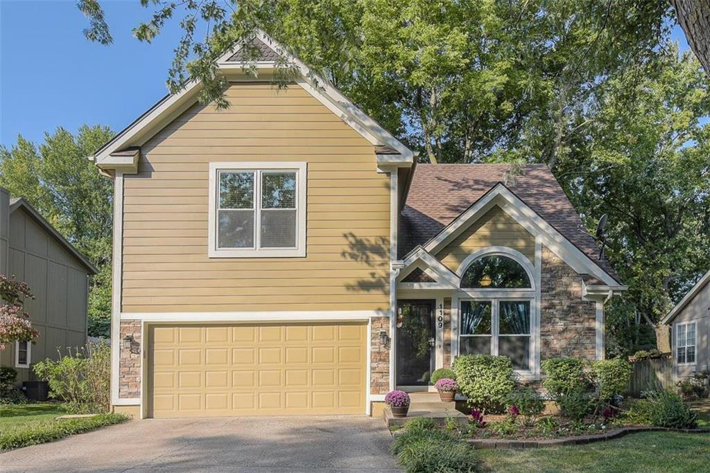 1109 N Sunset Drive Property Photo - Olathe, KS real estate listing