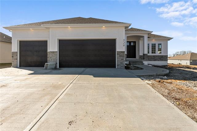 520 NE Legacy View Drive Property Photo - Lee's Summit, MO real estate listing