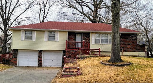1301 SW Hamlet Drive Property Photo - Blue Springs, MO real estate listing