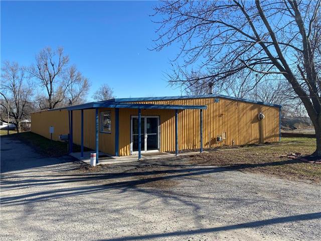 601 S Hughes Street Property Photo - Hamilton, MO real estate listing