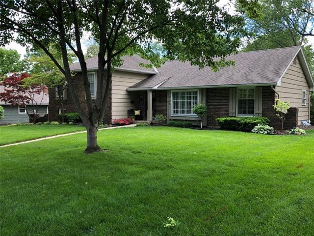 8104 Fontana Street Property Photo - Prairie Village, KS real estate listing