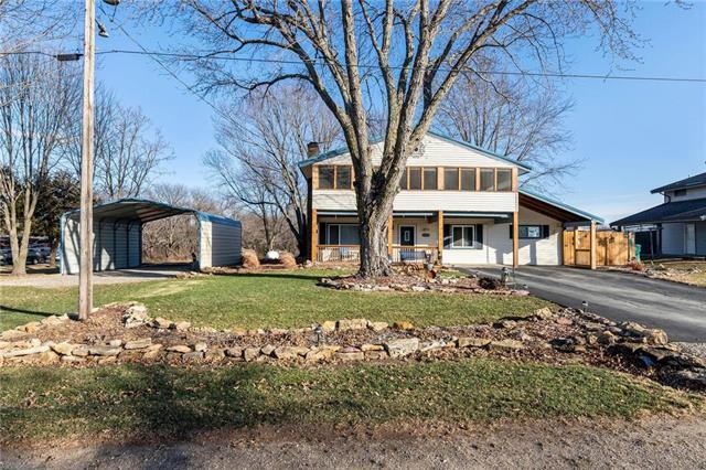 8800 Hilltop Road Property Photo - Ozawkie, KS real estate listing