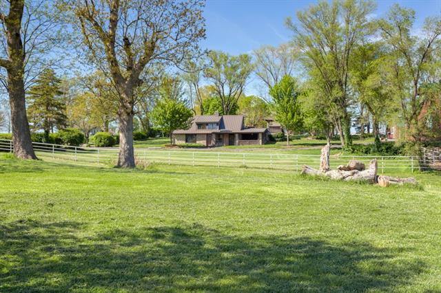 6715 Mize Road Property Photo - Shawnee, KS real estate listing