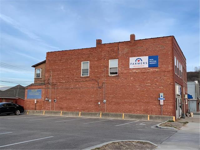 303 Illinois Avenue Property Photo - St Joseph, MO real estate listing