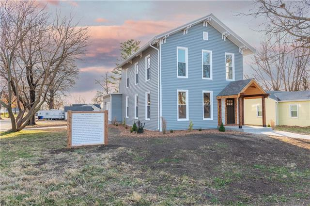 809 E Kaskaskia Street Property Photo - Paola, KS real estate listing