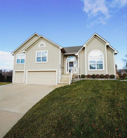 2301 SW Post Oak Court Property Photo - Lee's Summit, MO real estate listing