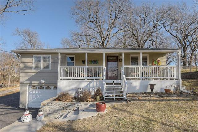 452 NW North Shore Drive Property Photo - Lake Waukomis, MO real estate listing