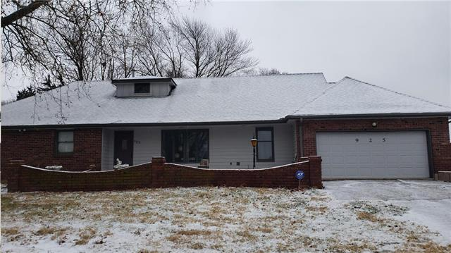 925 S Alexander Road Property Photo - Independence, MO real estate listing