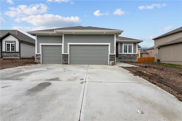 326 SE Highland park Drive Property Photo - Lee's Summit, MO real estate listing