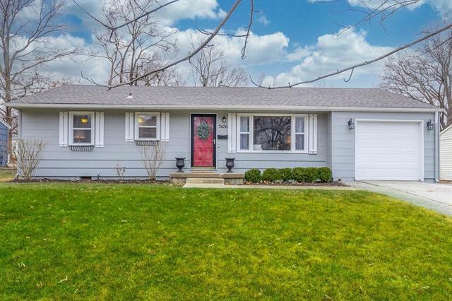 7436 Reeds Lane Property Photo - Overland Park, KS real estate listing