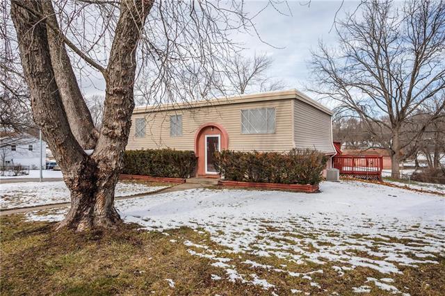 9611 Spring Valley Court Property Photo - Kansas City, MO real estate listing