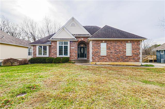 2102 SW Park Avenue Property Photo - Blue Springs, MO real estate listing