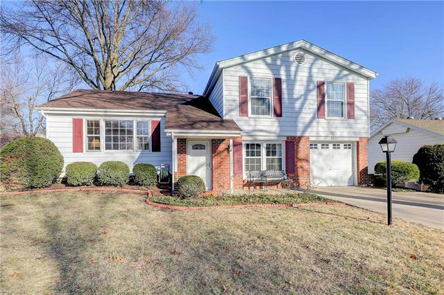 8921 GRANDVIEW Drive Property Photo - Overland Park, KS real estate listing