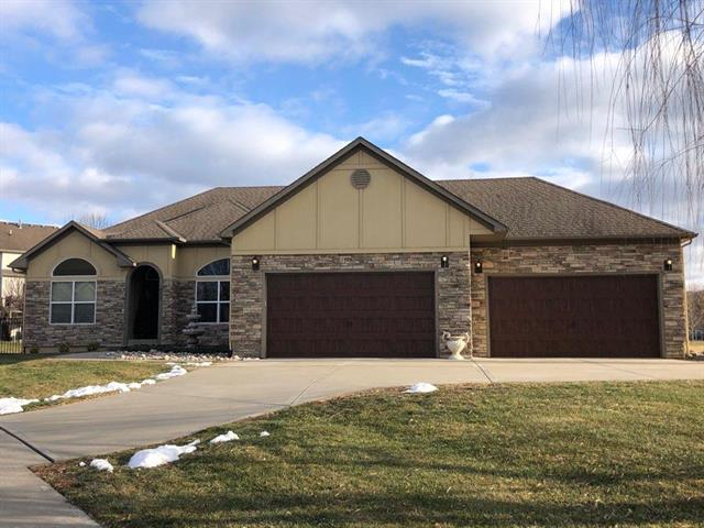 417 SE Hackamore Court Property Photo - Lee's Summit, MO real estate listing