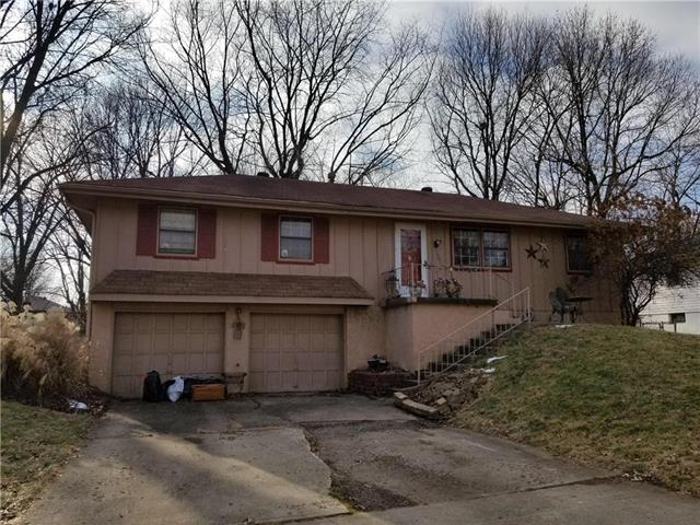 1401 SW Hamlet Drive Property Photo - Blue Springs, MO real estate listing