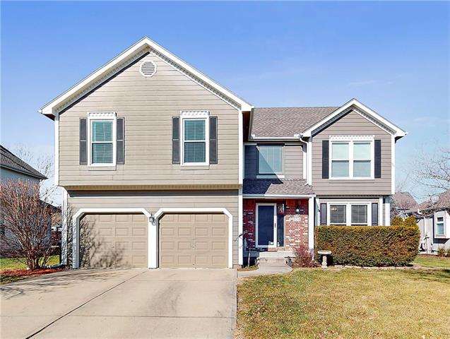 224 SE CITADEL Drive Property Photo - Lee's Summit, MO real estate listing