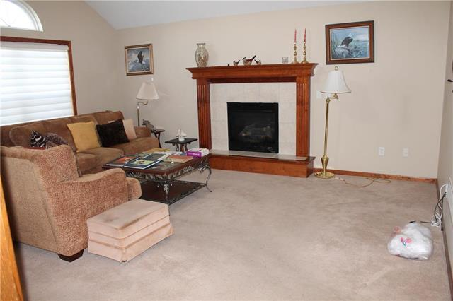 417 SW Graystone Drive Property Photo - Grain Valley, MO real estate listing