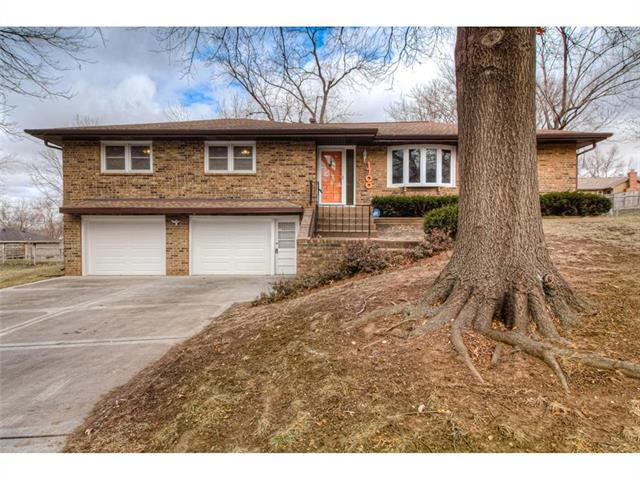 1700 NE 77th Terrace Property Photo - Kansas City, MO real estate listing