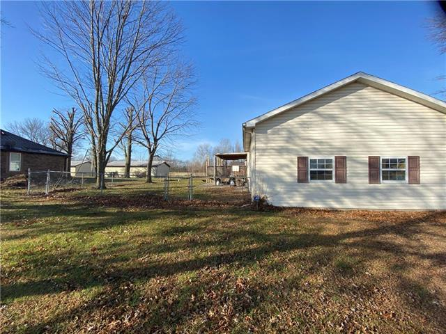 1010 N Edith Street Property Photo - Adrian, MO real estate listing