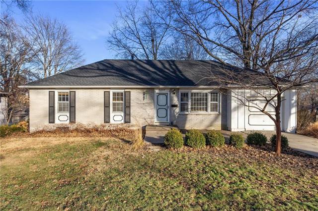 9249 Hemlock Street Property Photo - Overland Park, KS real estate listing