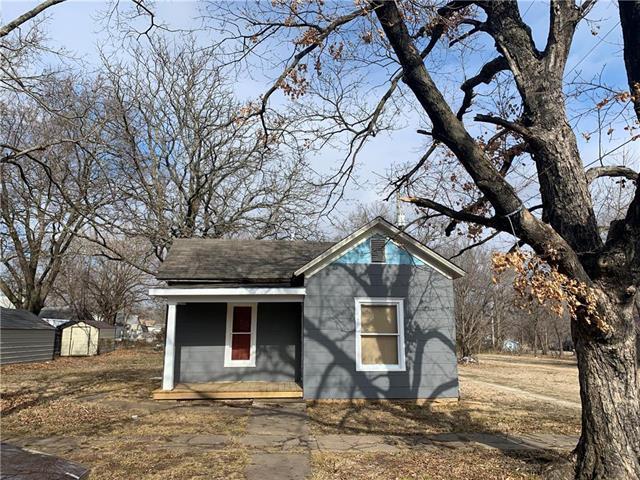 1223 E Oak Street Property Photo - Fort Scott, KS real estate listing