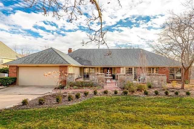 2801 W 104th Terrace Property Photo - Leawood, KS real estate listing