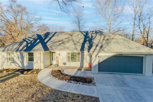 1624 NE Rosewood Drive Property Photo - Kansas City, MO real estate listing