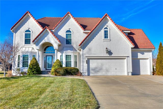 4232 NE Tremont Court Property Photo - Lee's Summit, MO real estate listing